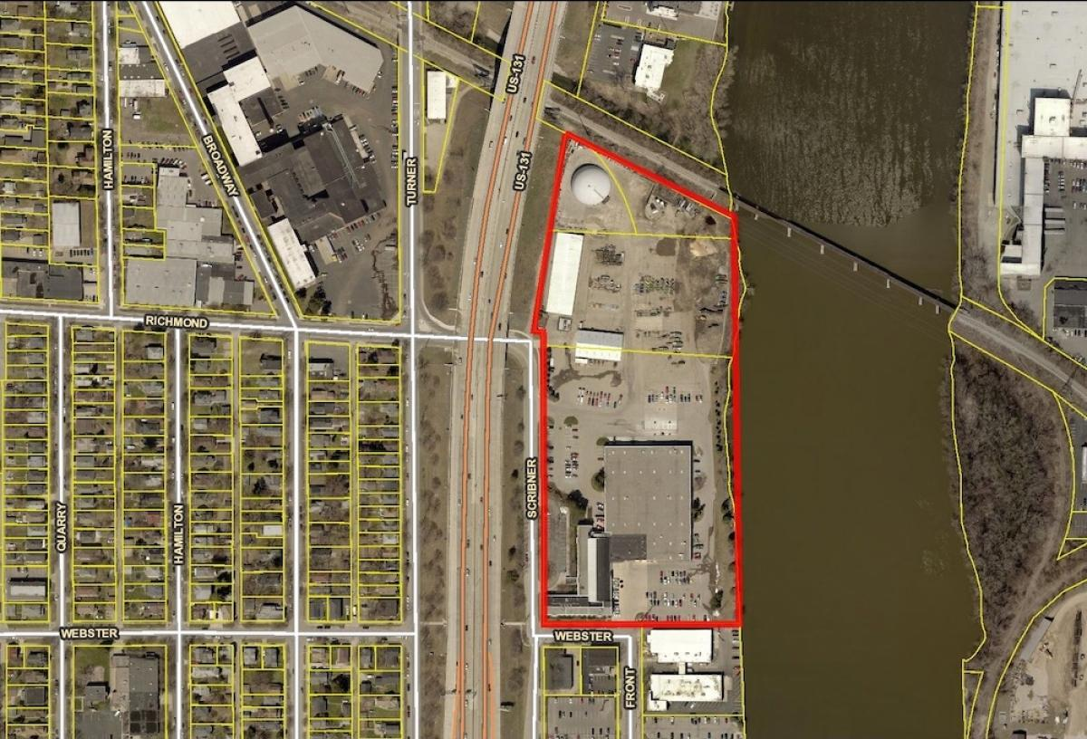 The red lines mark the 14.2-acre central complex site owned by the Kent County Road Commission.
